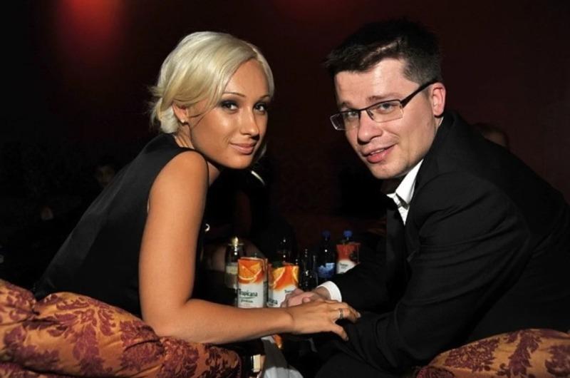 Как выглядят и чем занимаются жены, брошенные знаменитыми мужчинами