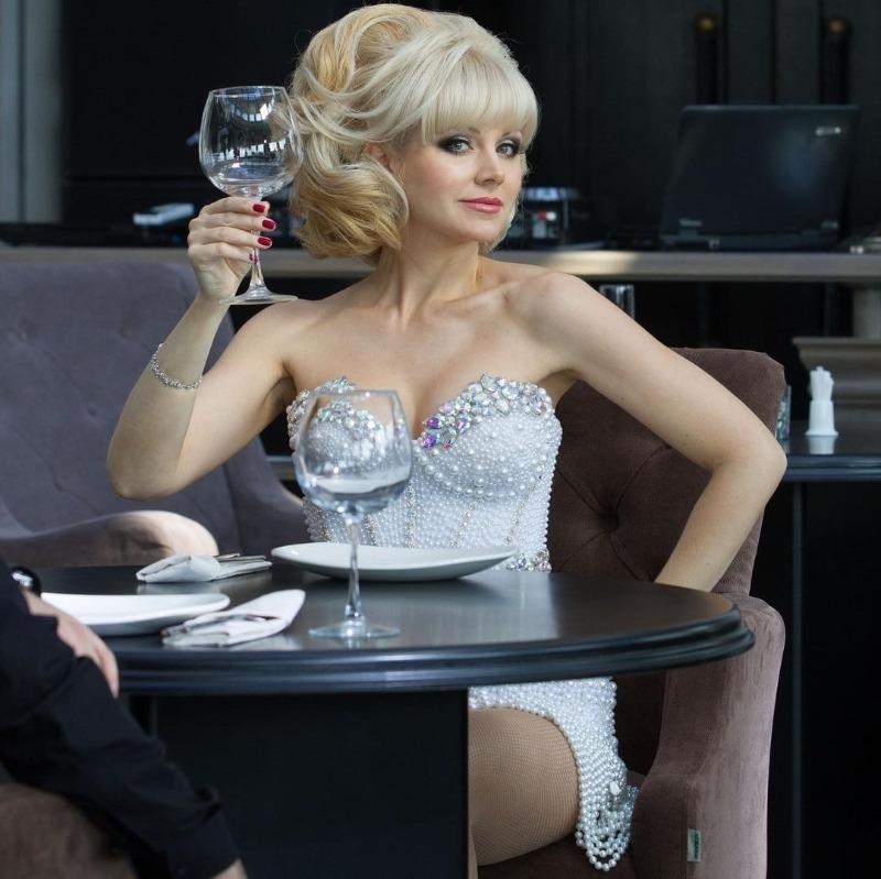 Как выглядит и чем живет популярная блондинка 90-х певица Натали