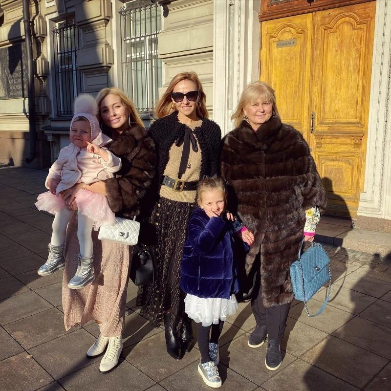 Как живут сестры российских звезд в тени их сумасшедшей популярности